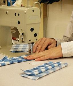 werken met naaimachine